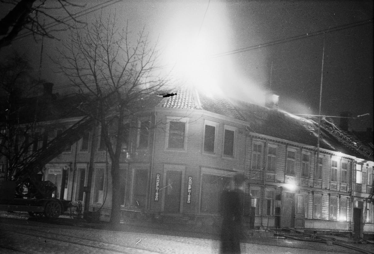 Brann på hjørnet av Kongens gate og Tordenskiolds gate