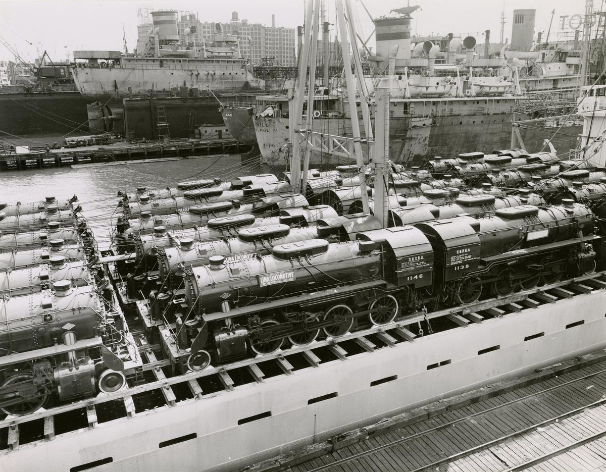 T/S 'Beljeanne' (b.1947)(Vickers-Armstrong Ltd., Newcastle), - i New York med lokomotiver til Kina.