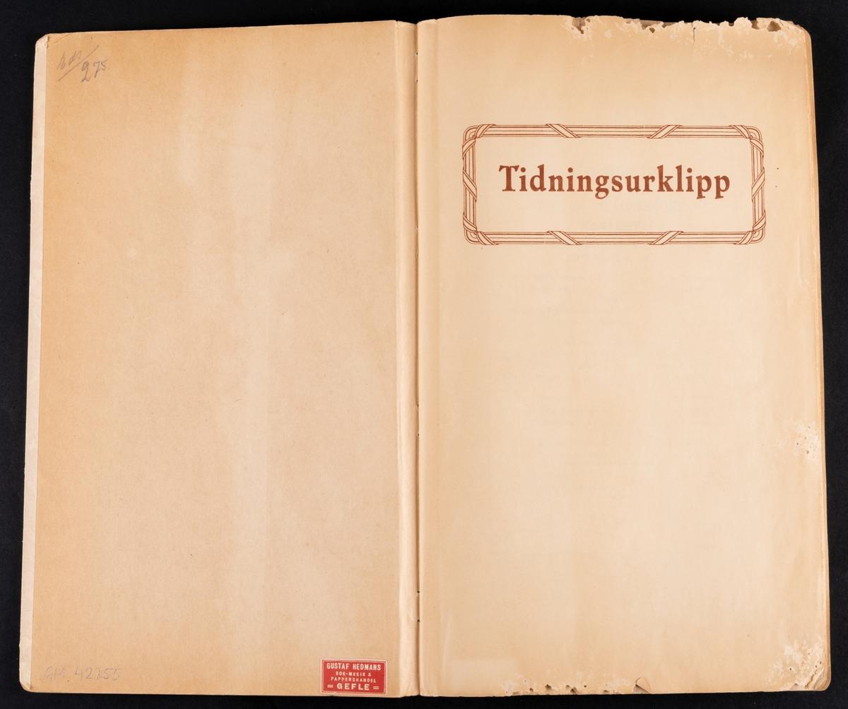 Klippalbum med programblad från olika konserter inom missionskyrkor, mellan åren 1907-1940.