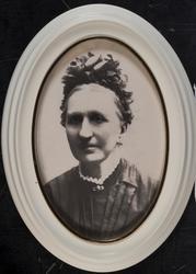 Portrettbilde av Gunhild Larsdatter Stiksrud, Westeren gård