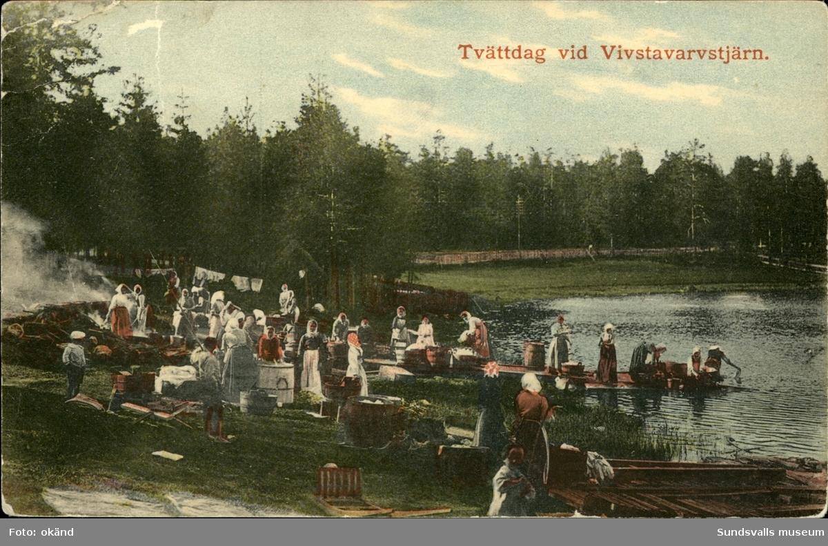 Vykort med motiv över tvättdag vid Vivstavarvstjärn i Timrå.