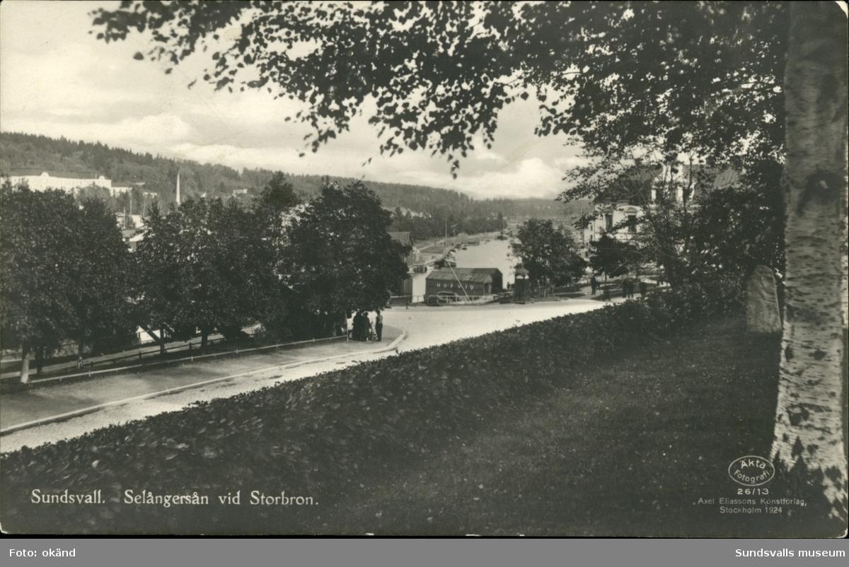 Vykort med motiv över Selångersån och Storbron i Sundsvall.