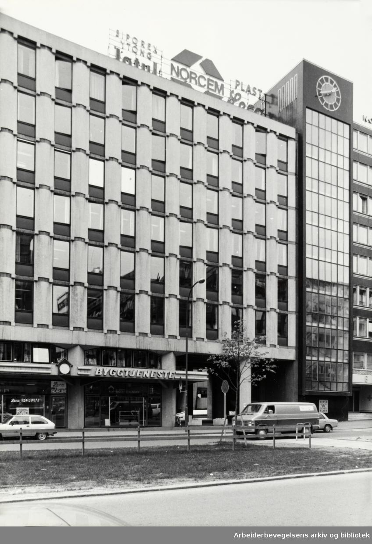 Norcemgården. A/S Byggtjeneste holder til i denne bygningen. 1980 - 1989