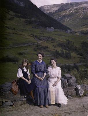 Gruppe ved Stalheim Hotel. 1910. Foto/Photo