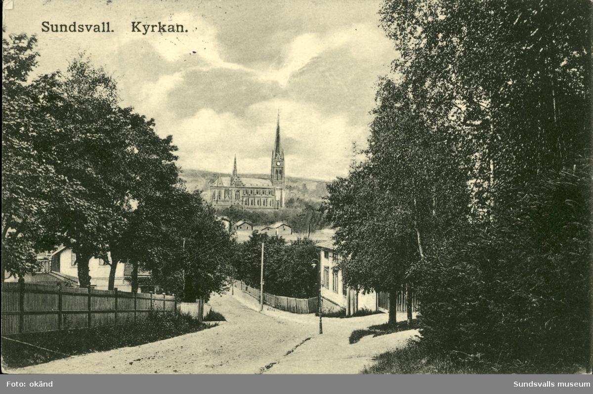 Vykort med motiv över Gustav Adolfs kyrka i Sundsvall.