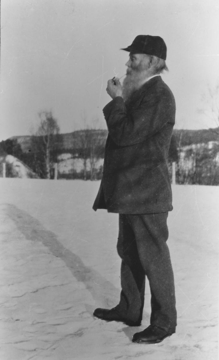 Portrett av folkehøgskolestyrar Olav Åsmundstad Dovre