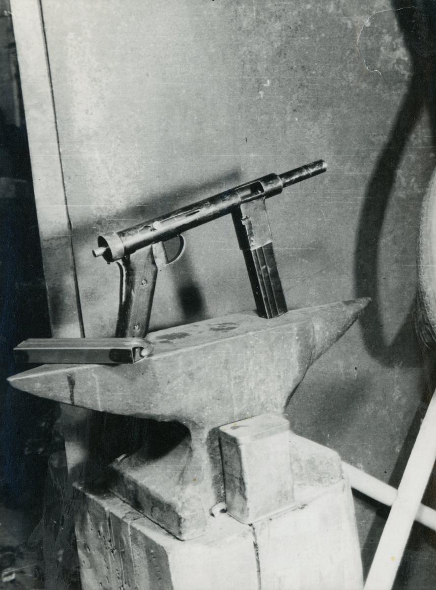 Motiv av et våpen brukt under 2. verdenskrig.