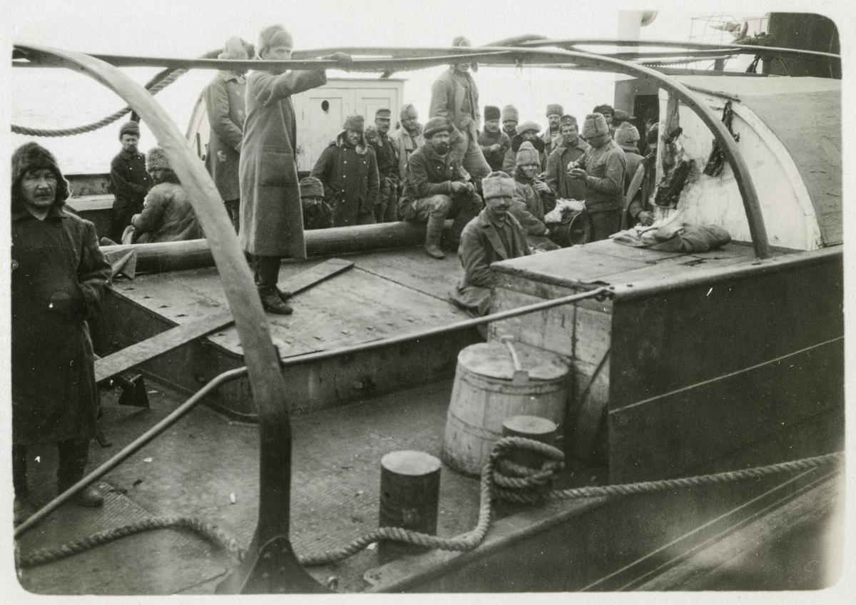 Besättningen på en rysk hjulångare.