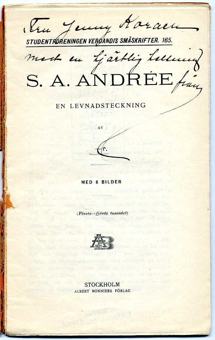 Studenföreningen Verdandis småskrifter, nr 165, om S A Andrée. 50 sidor. Ett exemplar tillägnat Jenny Koraen av författaren.