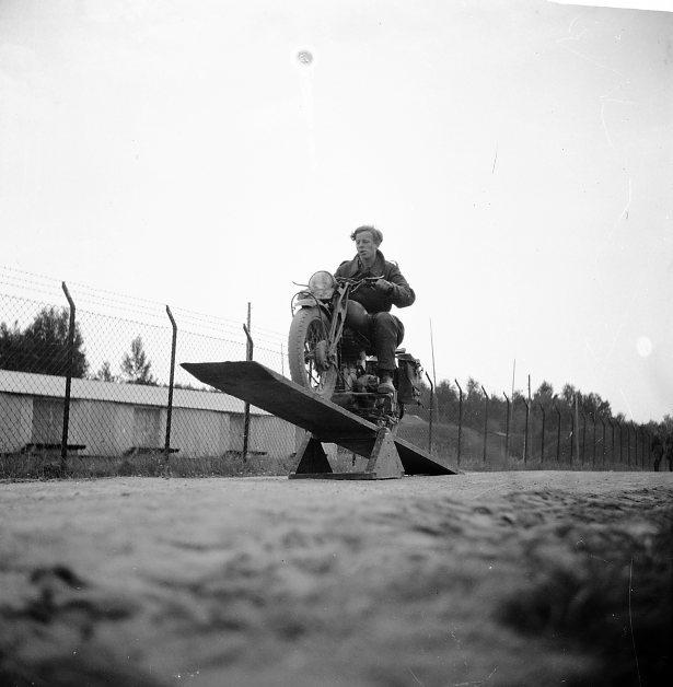 Kamratföreningen, A 6. FMCK, Motorcykelkörning.