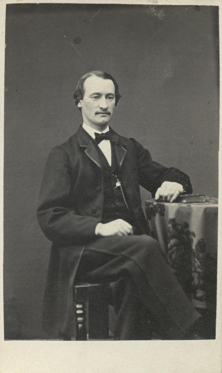 Länsman Kellander.