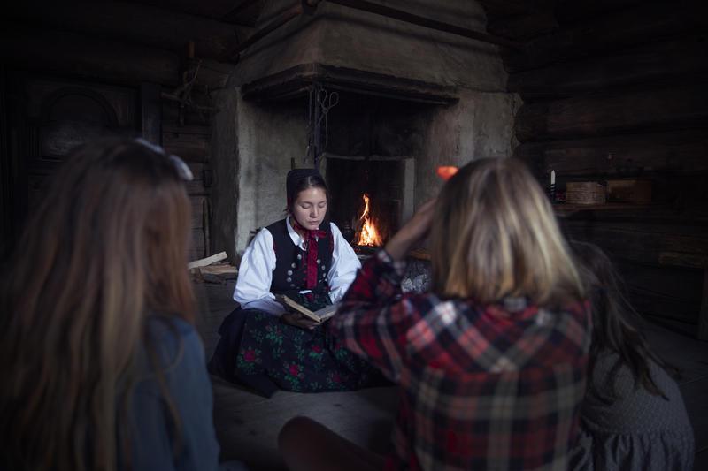 Eventyrstund i Grøsli. (Foto/Photo)