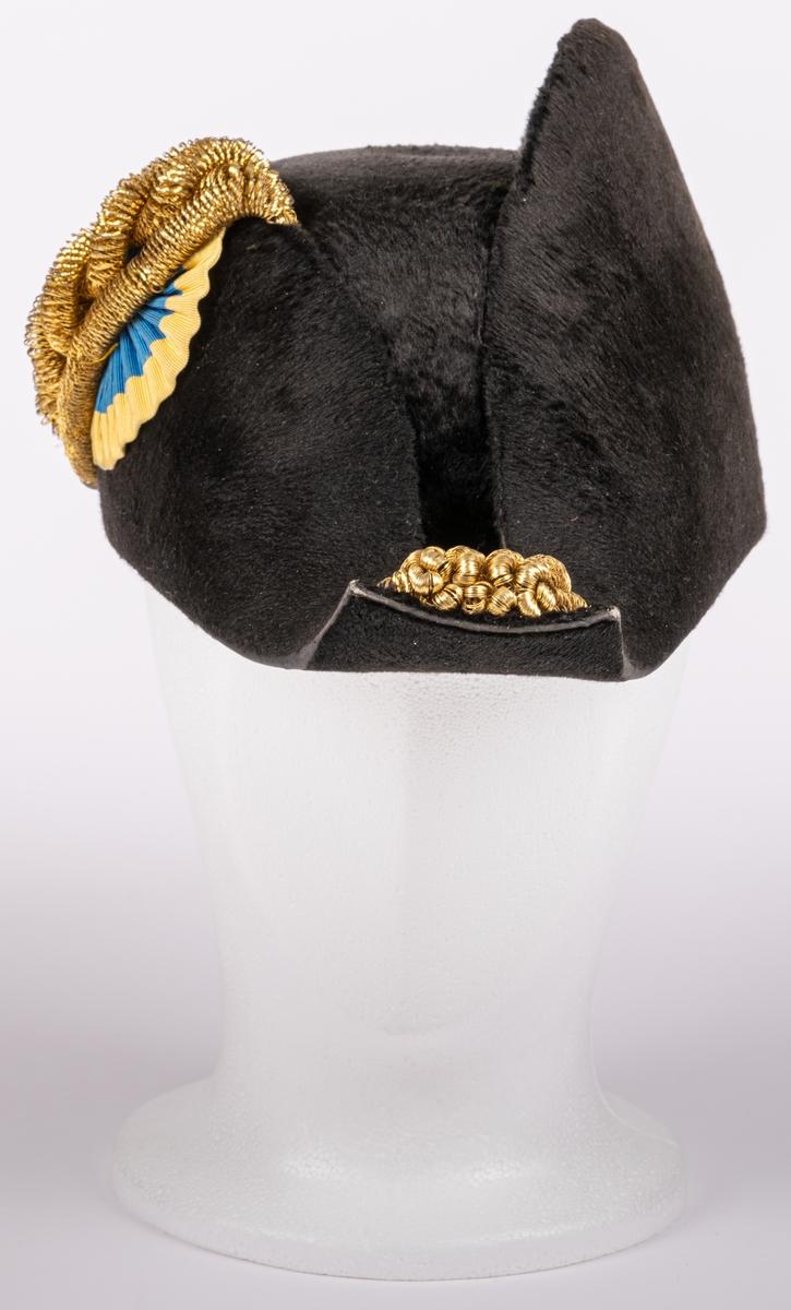 Uniformshatt med hattask tillhörande borgmästaren C. W. Berggren, Gävle.