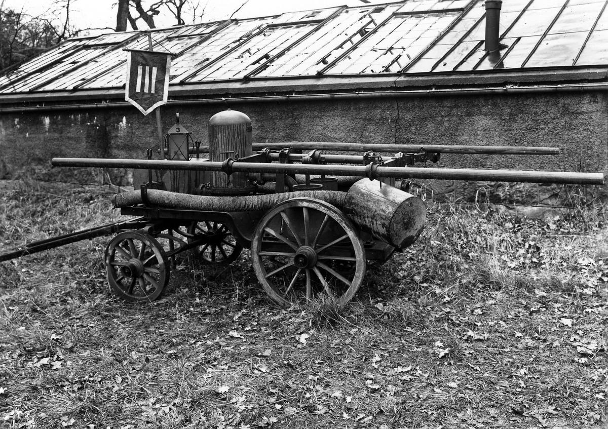 En äldre pumpvagn för släckning av bränder.