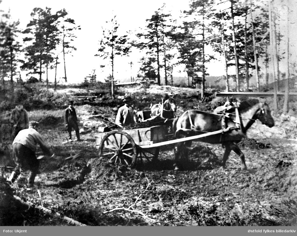 Utgravning av vannforsyningsdam, vestre Bråte, 1893  i Hobøl.