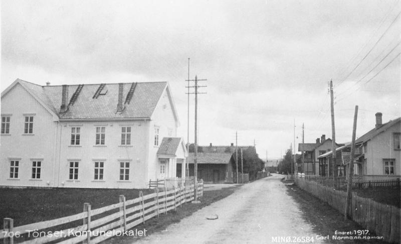 Rambu (t.v.) vart tatt i bruk som lasarett i aprildagene i 1940. Foto: Normann, 1917 / Anno Musea i Nord-Østerdalen, MINØ.26584.