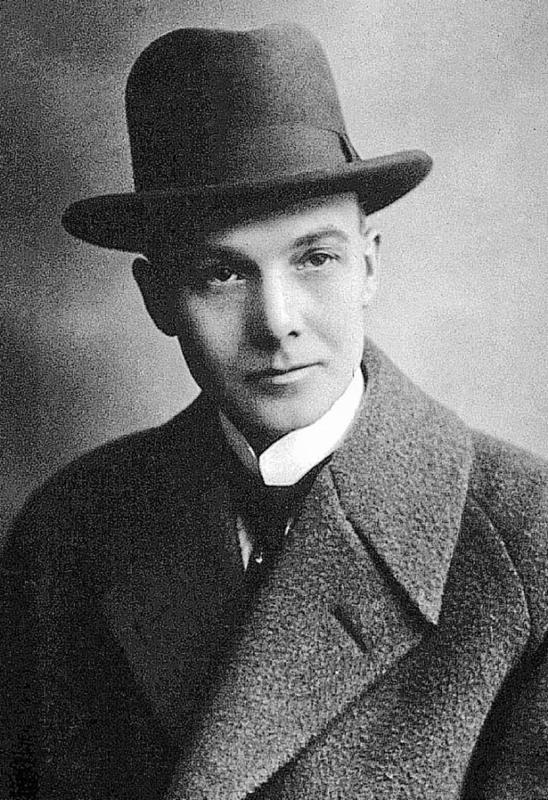 Portrett av fotograf Chr. E. Larsen (1882-1968) (Foto/Photo)