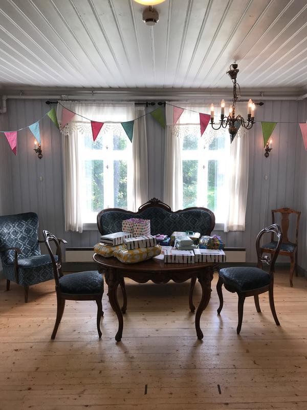 I salongen kan gjestene samles før maten serveres i spisesalen (Foto/Photo)