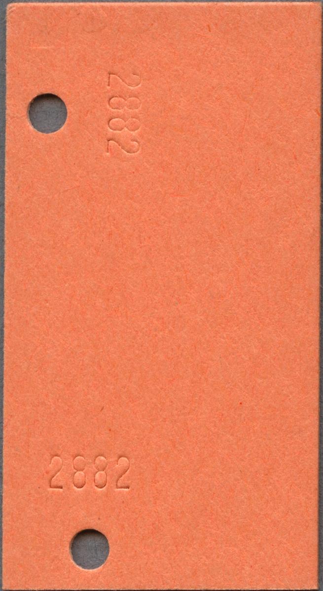 """Enkelbiljett för SJ Persontåg på sträckan Borås C-Göteborg C. På biljetten står det """"Halv"""" samt """"3"""". Biljetten är av Edmondsonsk typ, av orange papp med svart tryck. Biljettern är klippt och har präglade nummer på baksidan."""