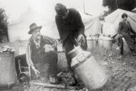 Att invändigt förtenna kopparföremål har historiskt varit en vanlig och viktig källa till inkomst för romer i Sverige. Utrustningen till förtenningsarbeten gick bra att ha med sig då man tvingades flytta och man kunde på så sätt resa från gård till gård och förtenna deras kopparföremål. Tillgången till förtenningsarbeten minskade dock med den intensifierade industrialiseringen och under efterkrigstiden blev det vanligare att köpa nya föremål än att förtenna om de gamla. Människor som länge tjänat sitt uppehälle på detta hantverk fick då svårare att klara sig.