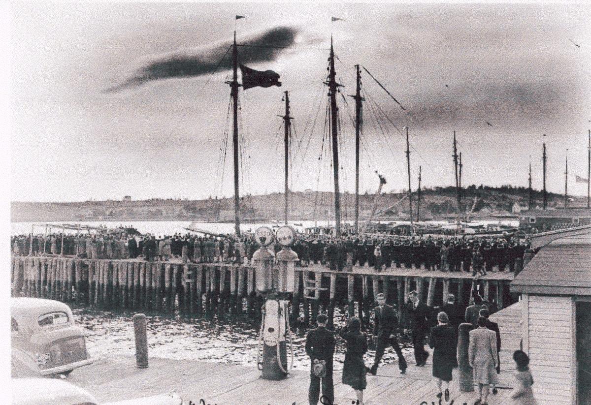 """Camp Norway, Lunenburg 1941.  """"Memorial Day"""", årlig minnedag for sjøfolk og fiskere."""