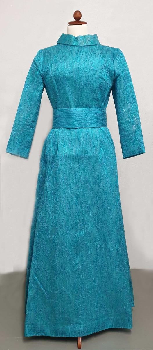 Turkis sid kjole av kunstsilke med blått metallskimmer