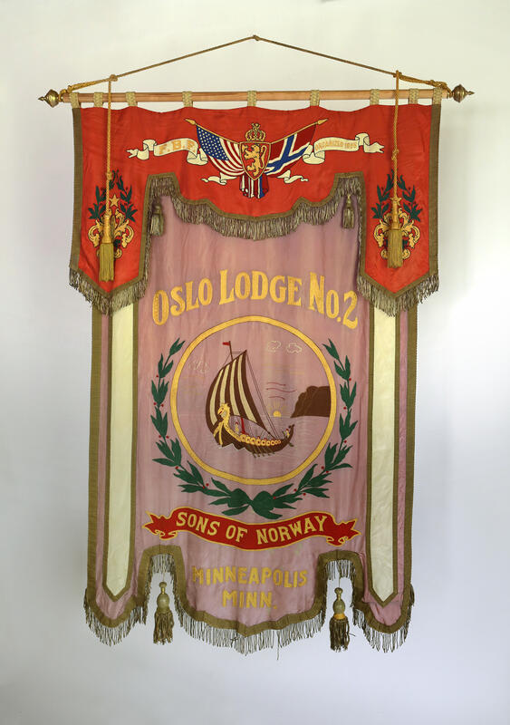 Fanen til Sons of Norway Oslo Lodge No. 2.