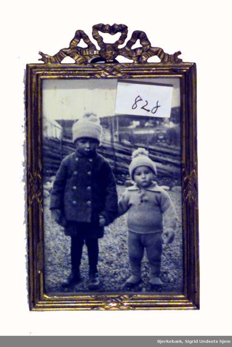 Sigrid Undsets sønn Hans Benedict Undset Svarstad sammen med sin yngre fetter Ingvald Wiberg
