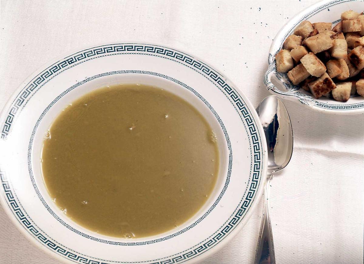 1995:Til bords med BB, brød, suppe, tallerken, skje,