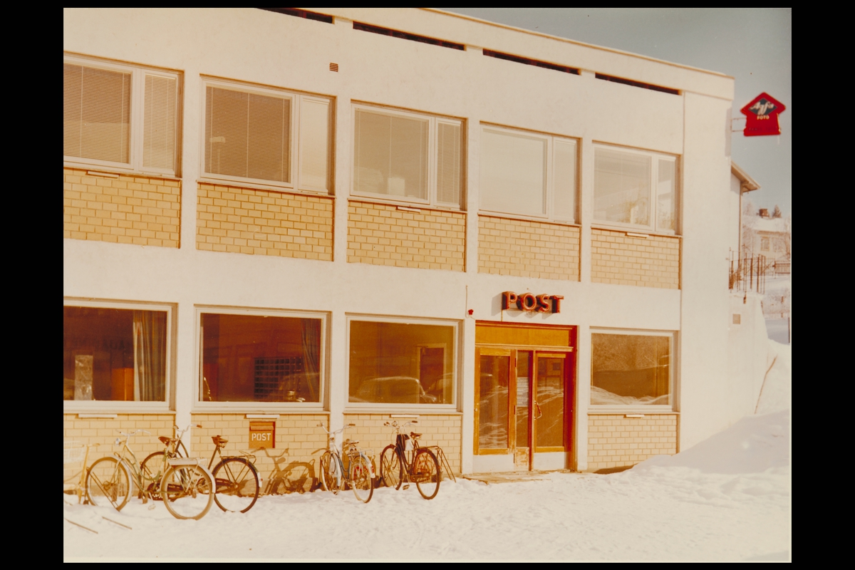 eksteriør, postkontor, 2150 Årnes, innstikkpostkasse