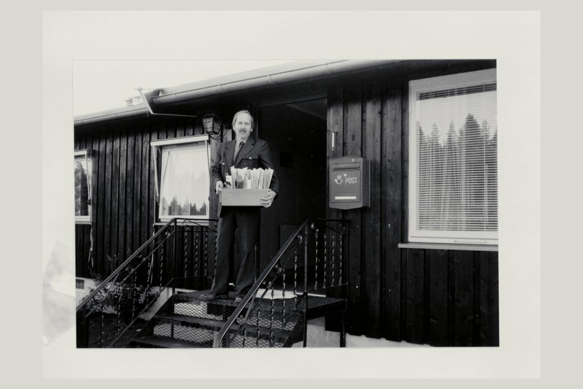 eksteriør, postkontor, 2550 Os i Østerdalen, postkasse, mann, post