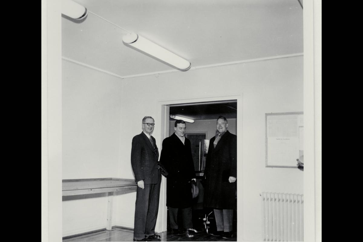 interiør, postkontor, 6400 Molde, publikumshall, menn