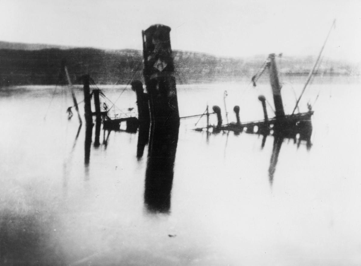 krigen, Narvik havn, synkende båt