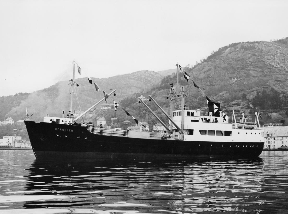 """Laste- og passasjerskip, eksteriør, M/S """"Hornelen"""". Første pallebåt i landet."""