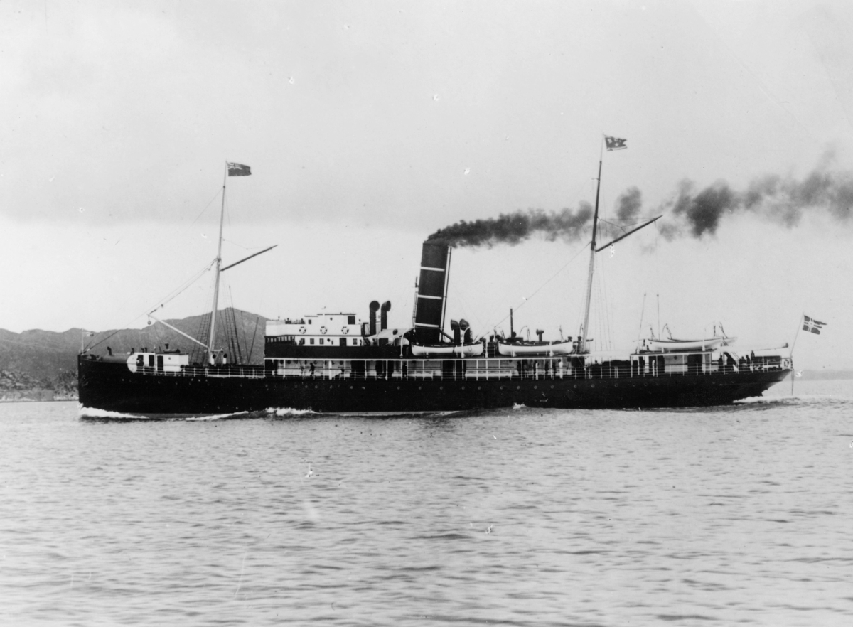 "Transport båt, eksteriør, hurtigruteskipet ""Irma"" - B.D.S. Krigsforliste på Hustadvika 13.2.1944"