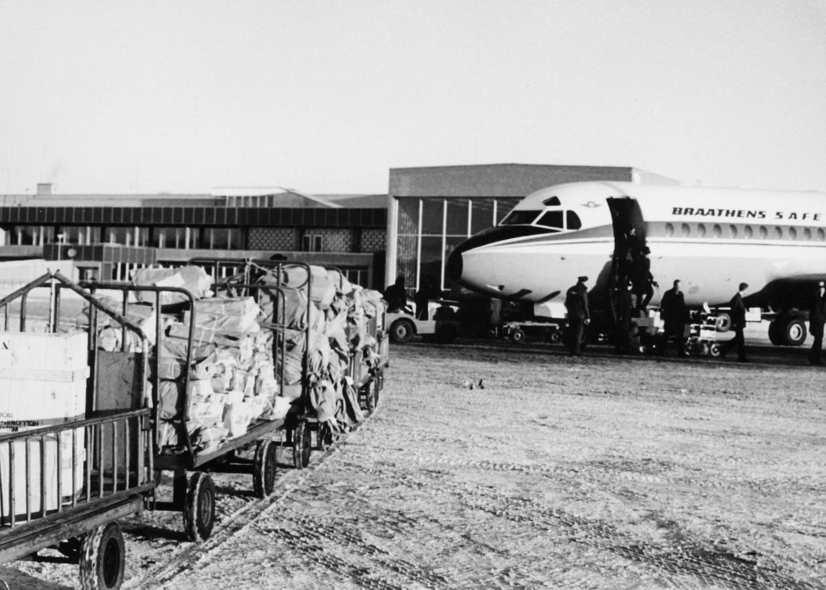 transport, fly, på bakken, postsekker, pakker, lasting