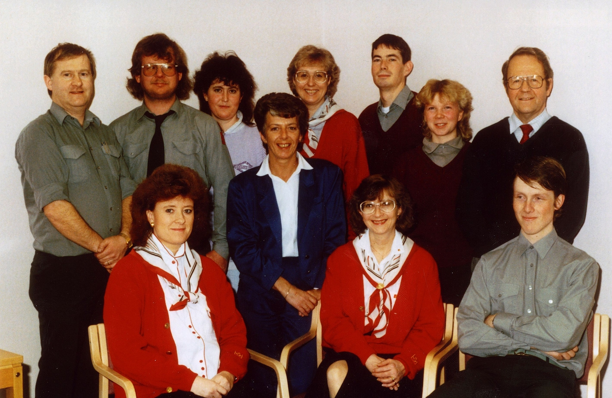 gruppebilde, personale, Skedsmokorset postkontor