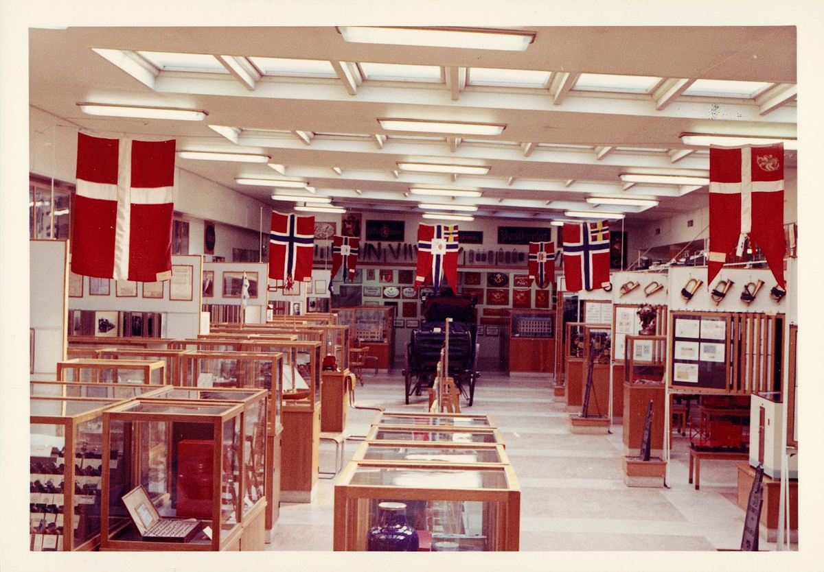 postmuseet, Dronningens gate 15, 4. etasje, 1959, interiør, montre, kjerre med 2 hjul