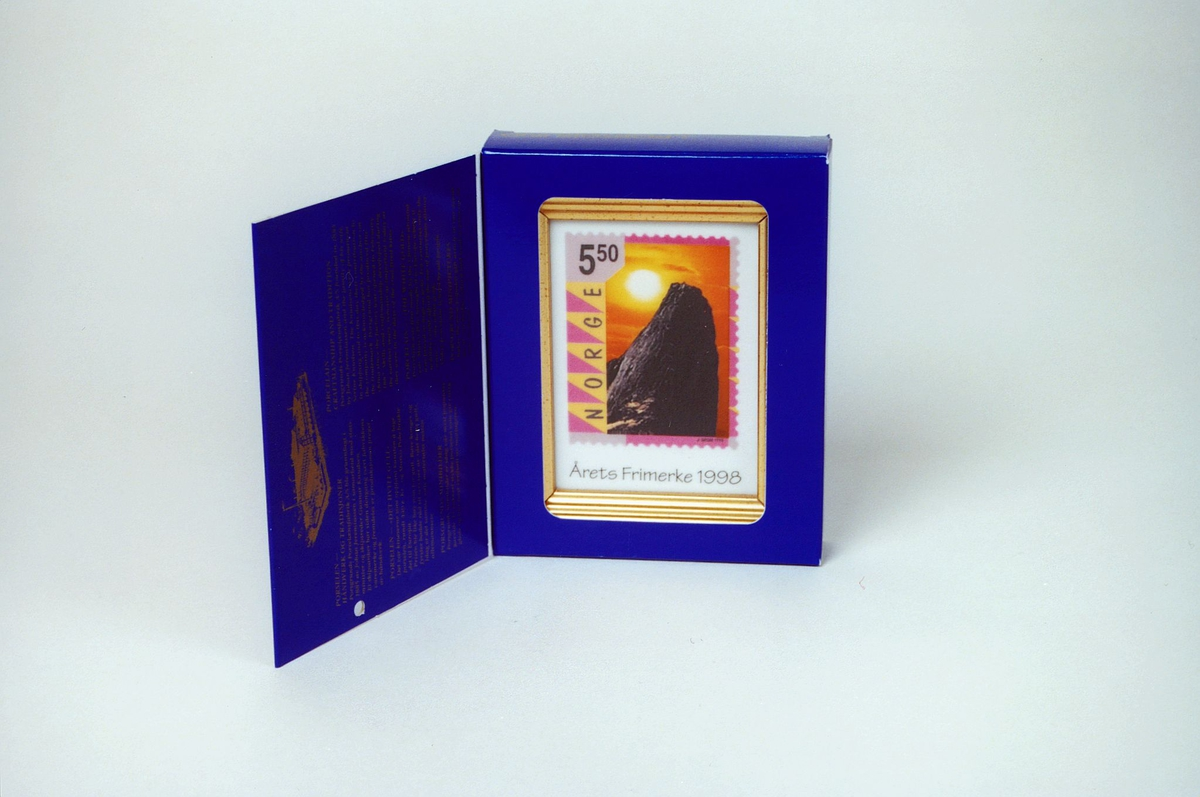 Postmuseet, gjenstander, kunst, bilde, innrammet minibilde i porselen, årets frimerke 1998, motivet er tatt av Johan Brun.