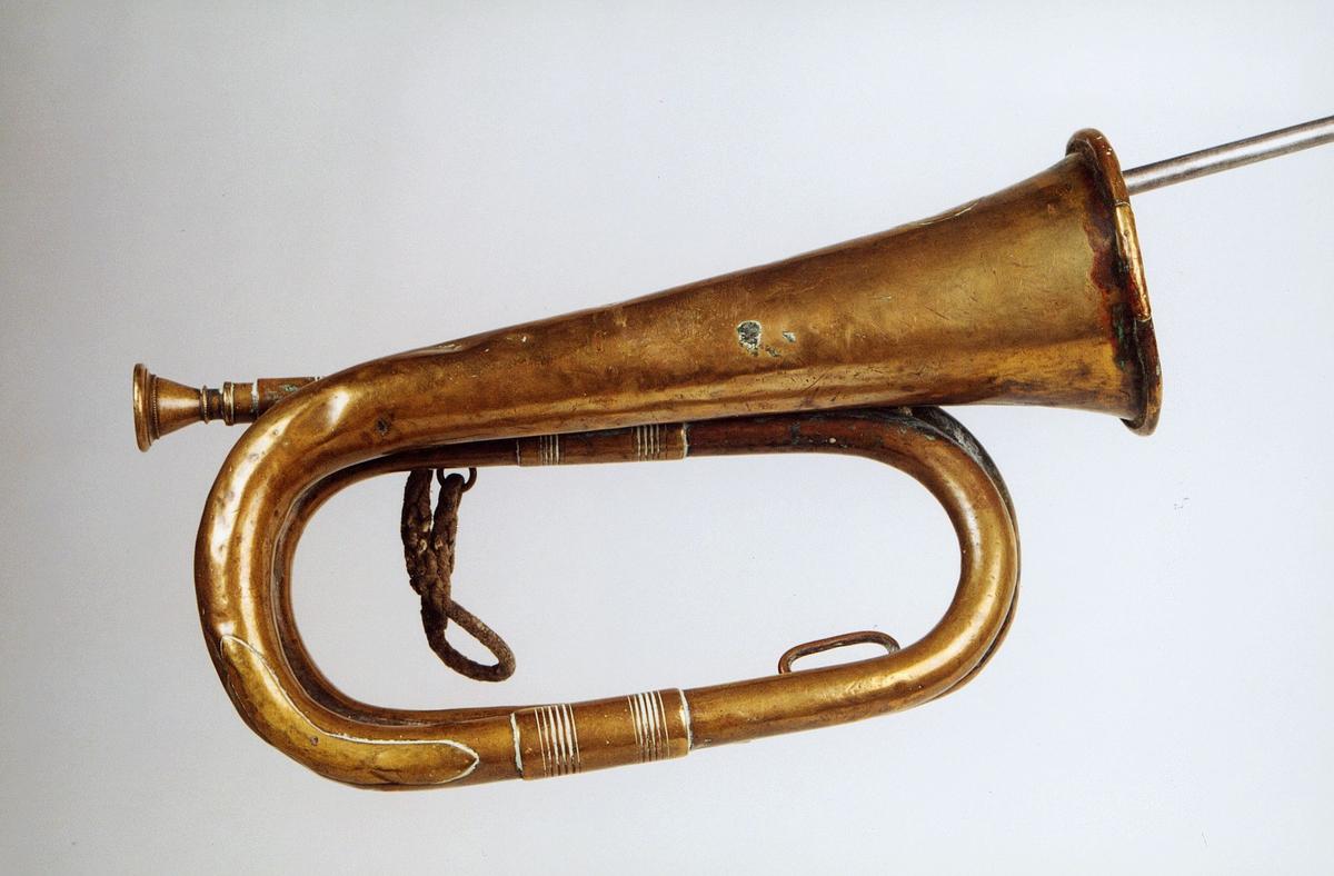 Postmuseet, gjenstander, posthorn, trompettype, flettet snor.