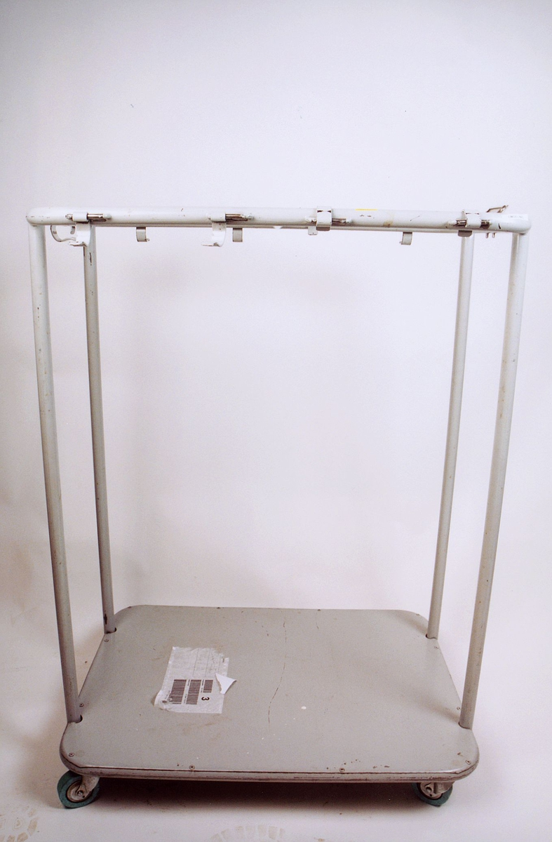 postmuseet, gjenstander, stativ, dobbelt sekkestativ på trinser, til to sekker