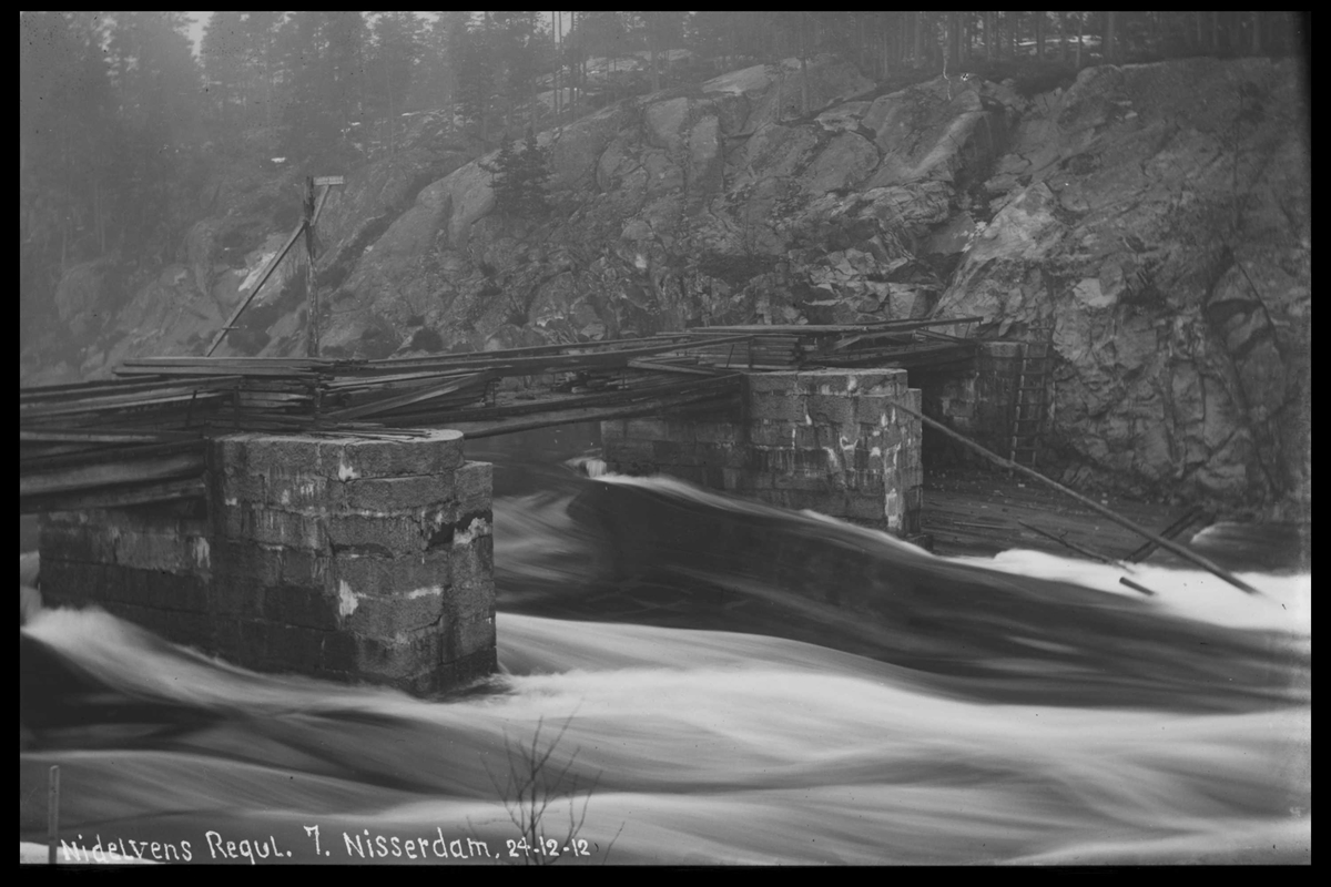 Arendal Fossekompani i begynnelsen av 1900-tallet CD merket 0474, Bilde: 31 Sted: Nisser Beskrivelse: Damanlegg