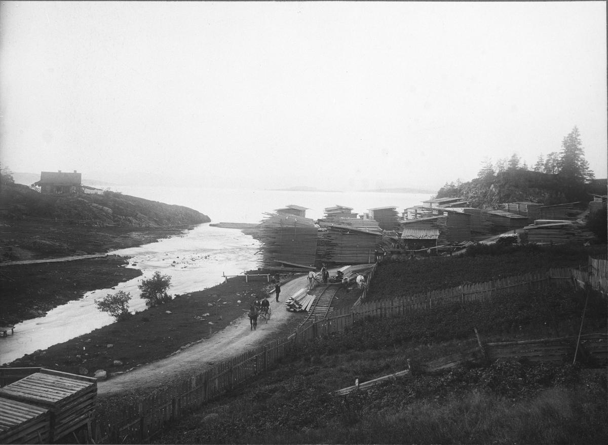 Ljansbruket, bordstabler klar til utskipning fra Gjersjøelva.