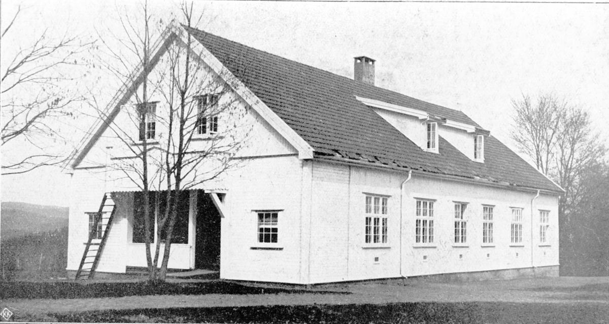 Pikeavdelingen på Emma Hjort, Bygget 1909, arkitekt J.O. Hjorth fra 5 års meld. 1910-15.