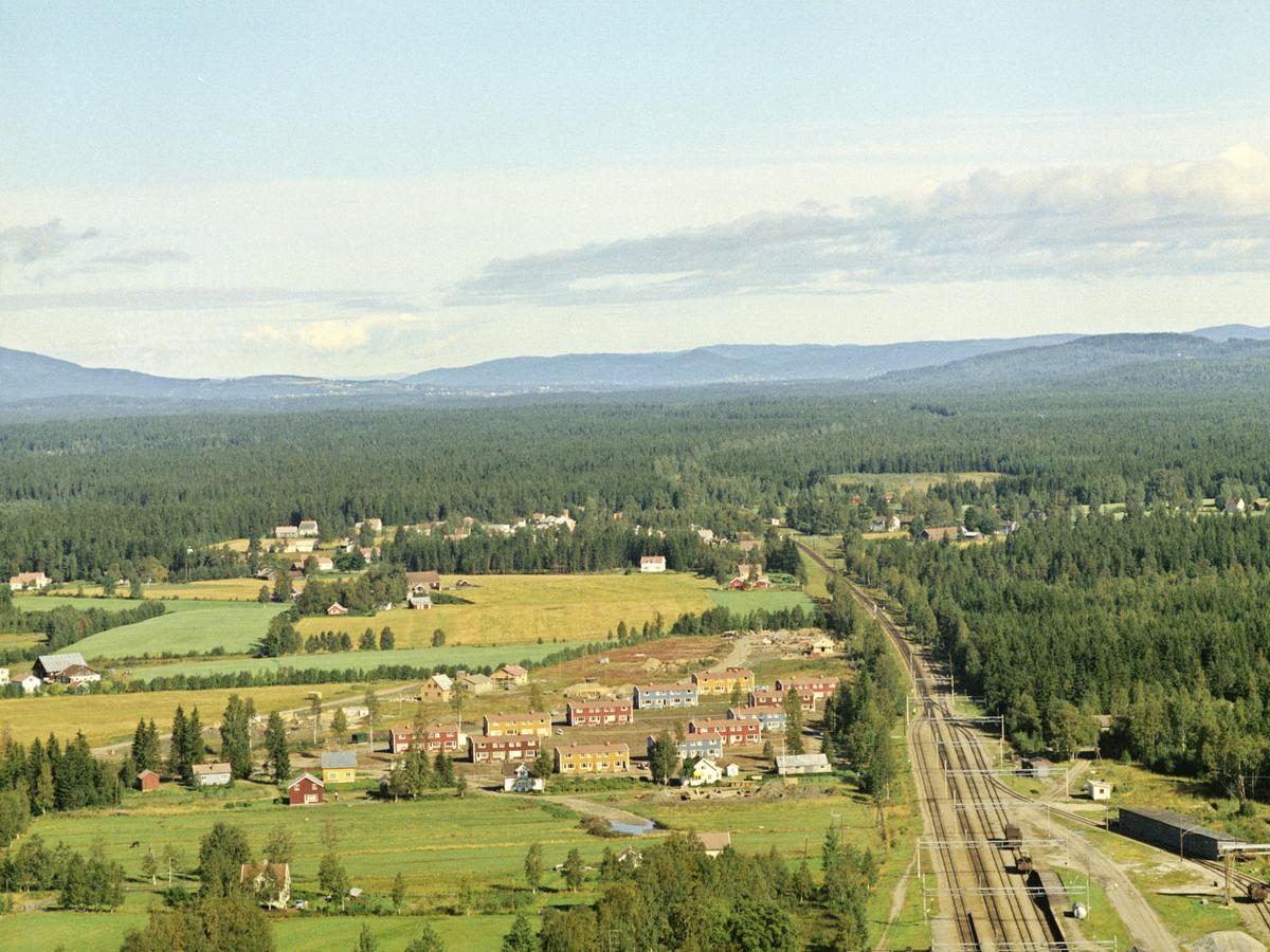 Linjebo borettslag på Jessheim. Bygget for forsvarets ansatte av Olav Selvaag i 1962. Linjebo er en del av det historiske Jessheim og helhetlig bevart uten stor endringer.