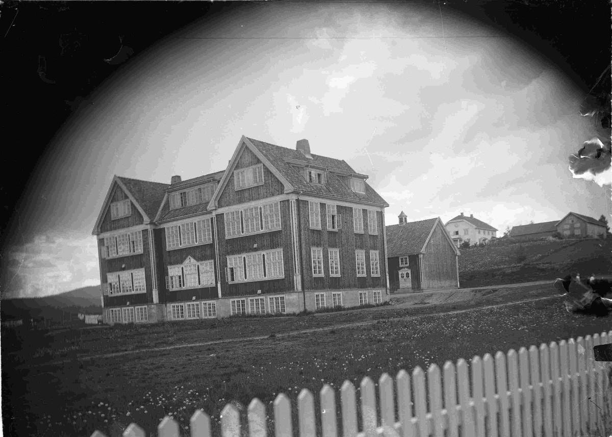 Vilberg skole. Den ble bygget i 1924. Arkitekt Arneberg