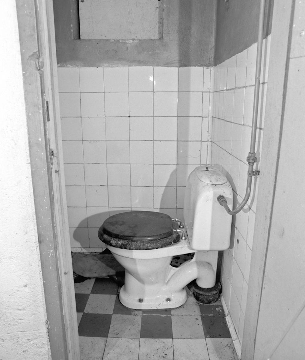 Toalett med lokket nede