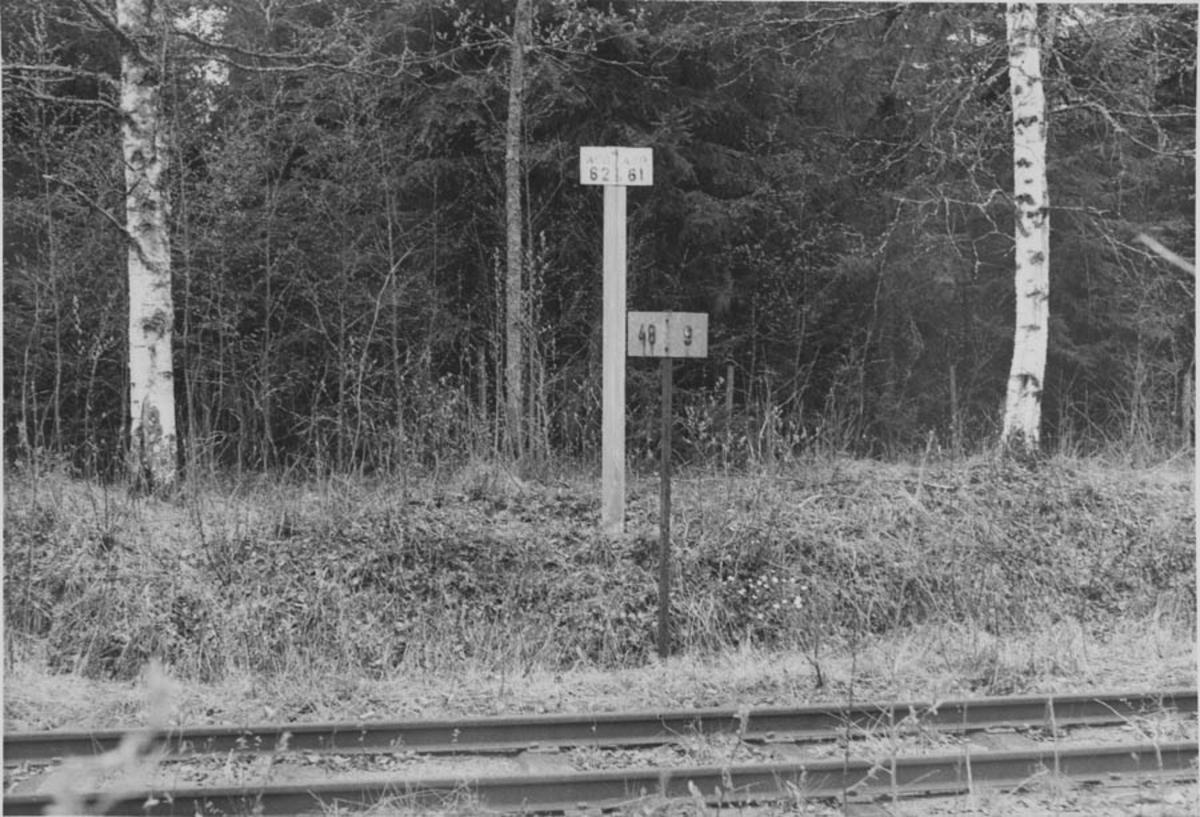 Strekningen Kvevli - Mork. Kilometerskilt; 9 km fra Sørumsand, 48 km fra Skulerud.