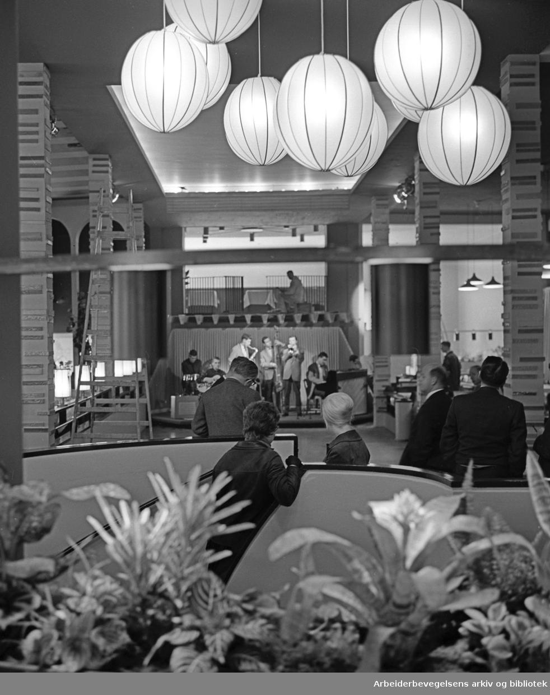 Åpningen av ungdoms- og avholdsrestauranten Rondo, .26. september 1962.