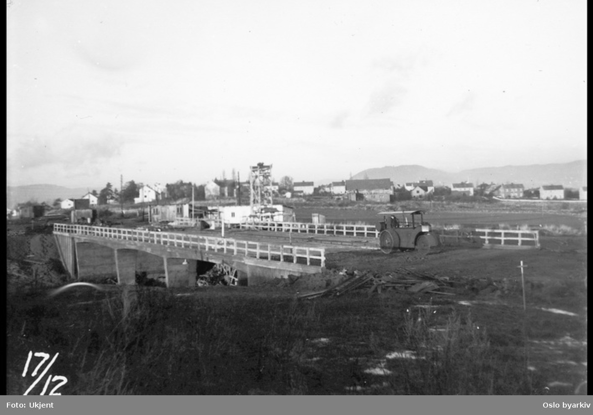 Anleggsarbeid, trase Lambertseterbanen. Bygging av Manglerudbrua